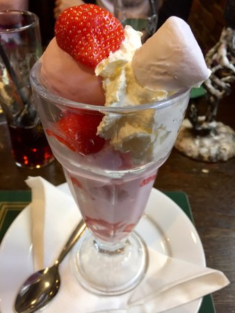 Bowes Incline Hotel: Strawberry & Marshmallow Sundae