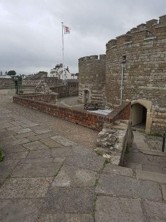 Deal Castle : Outer walls
