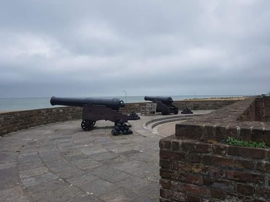 Deal Castle: Seaward facing cannon