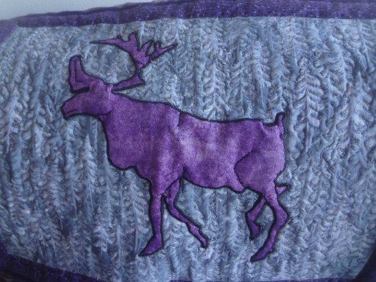 Denali Lakeview Inn: Purple Caribou room - throw on chair