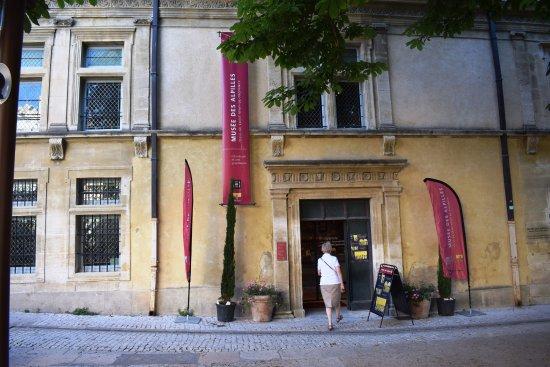 Saint-Remy-de-Provence, France: le batiment