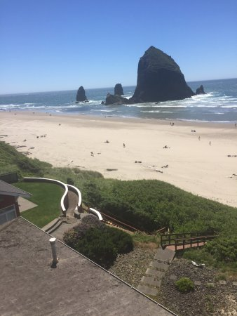 Hallmark Resort & Spa Cannon Beach: Haystack Rock is right there!