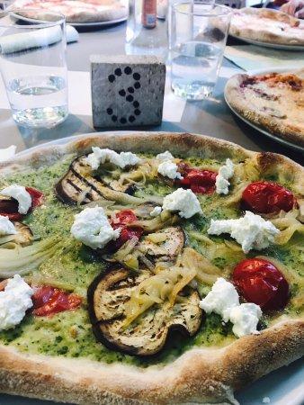 Arcade, Italien: Esterno,salame al cioccolato,pizza crema zucchine