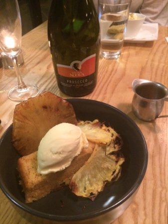 Elements Cafe: dessert on a wintery night