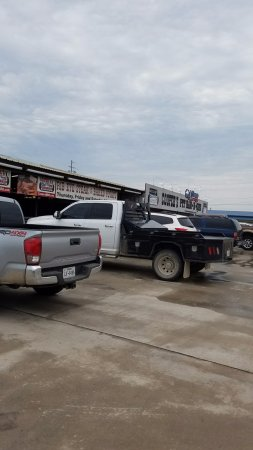 Llano, TX: Lots of trucks mean good food inside