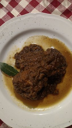 Chianni, Italy: Braised beef shin