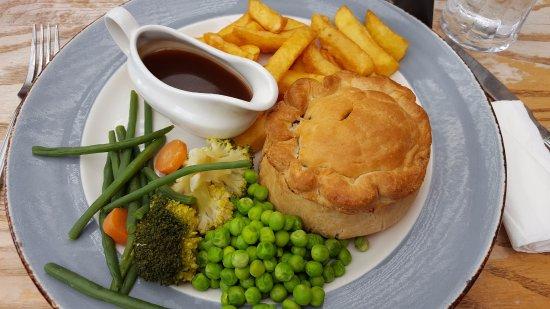 Luzborough House: Beef pie!