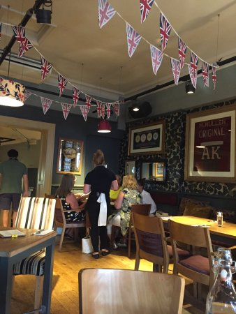 The Duchess of Cambridge Pub: Lively place, tasty food, friendly service!