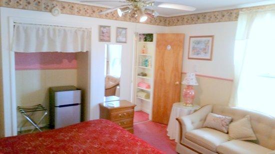 Oneonta, NY: Charles Room.