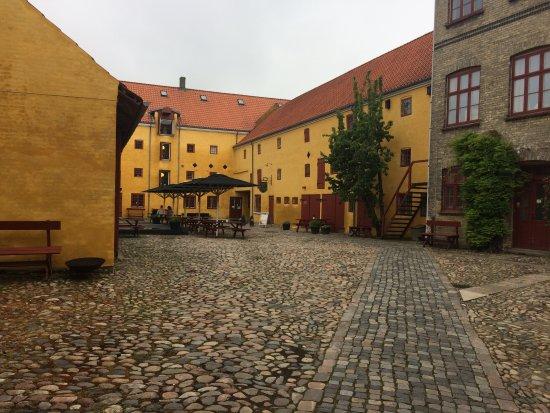 Restaurant Bies Bryghus: Hyggeligt gårdmiljø 😄
