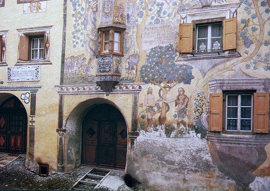 Ardez, สวิตเซอร์แลนด์: das am reichsten bemalte Haus im ganzen Engadin