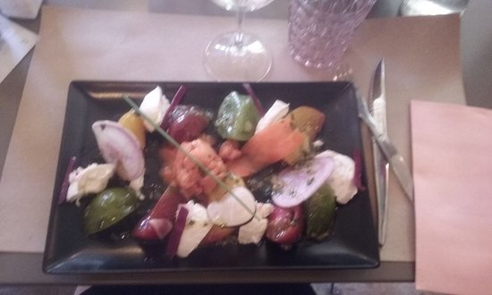 Eygalieres, Frankrijk: Salade de tomates ancienne, avec son sorbet à la tomate