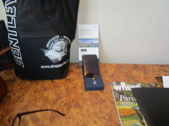 Hotel Les Jardins du Marais: A smartphone to use while staying at the hotel