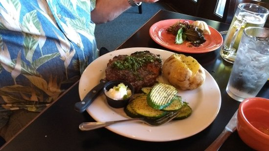‪‪Lake Almanor Peninsula‬, كاليفورنيا: Rib eye steak, potato and veggies‬
