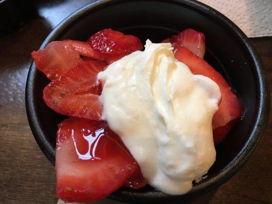 King of Prussia, بنسيلفانيا: summer treat strawberry shortcake - pound cake is on the bottom