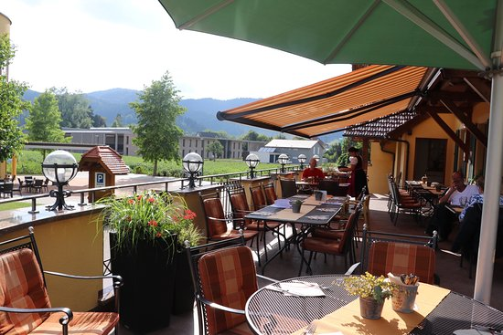 Haslach im Kinzigtal, Germany: Large terrace is a great place to enjoy a good meal, beer and beautiful view!