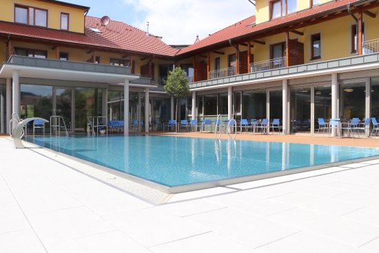 Haslach im Kinzigtal, Germany: New building - pool area, nice balconies and modern breakfast room next to pool
