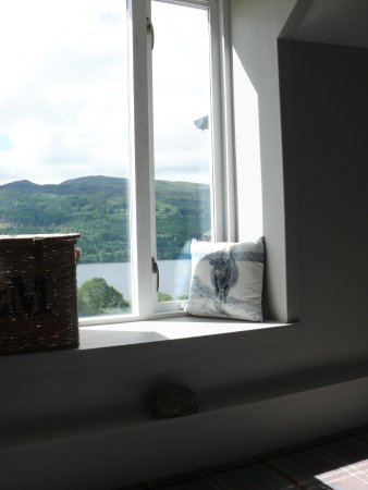 The Inn at Loch Tummel: Stair window