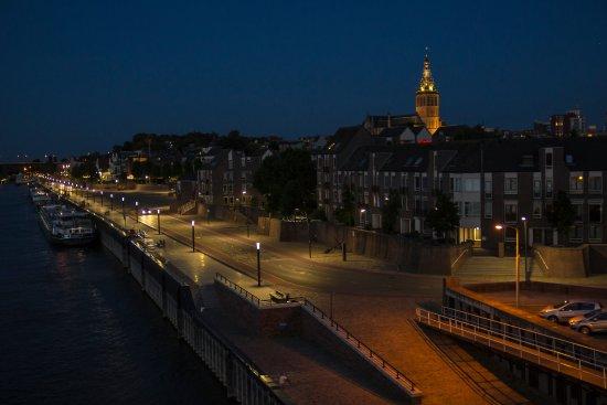 Panorama miasta z wieżą Stevenskerk