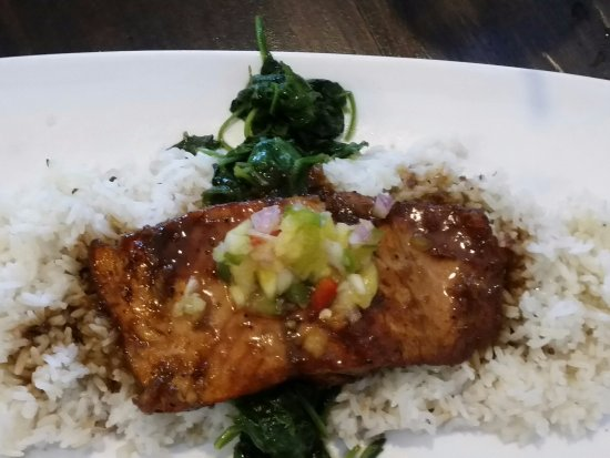 Norcross, Georgien: Guava Jerk Salmon, 5 pieces of spinach and a TON OF RICE.