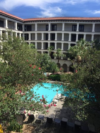 DoubleTree by Hilton Hotel San Antonio Airport: 3rd floor courtyard room view