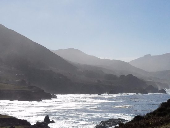 Edgemere Cottages: Big Sur coastline right outside