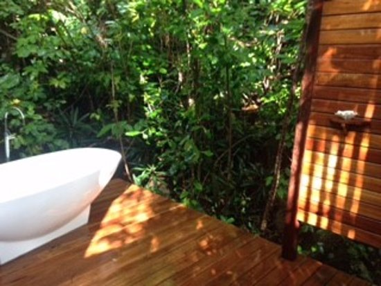 Bedarra Island, Australien: Outdoor bathroom