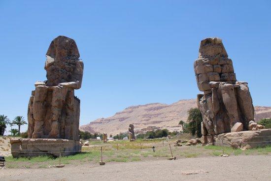 Collosi of Memnon - ルクソール...