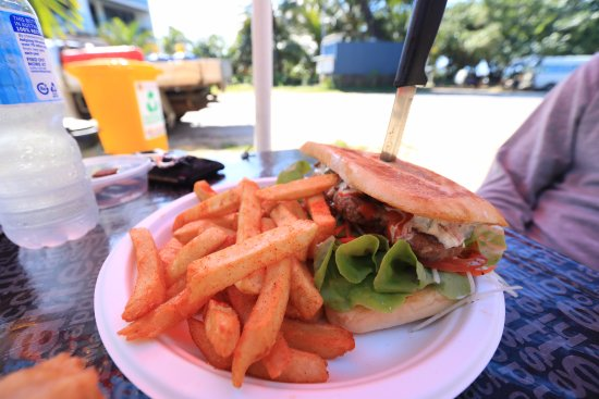 Mission Beach, Australia: Turkish Lamb Burger with extra chips