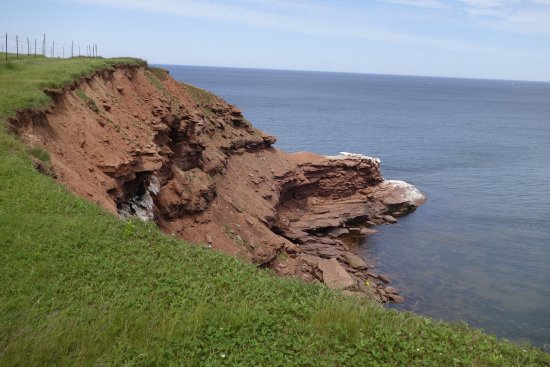 Charlottetown, Canadá: red cliffs along shore