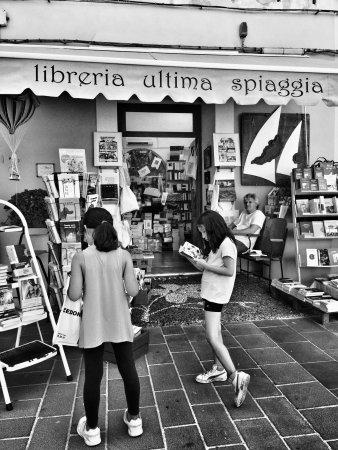 Libreria L Ultima Spiaggia: photo0.jpg