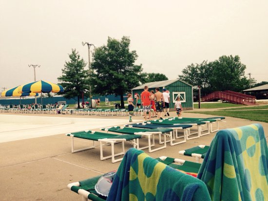 Monroe City, MO: Mark Twain Landing has one of the best WaterParks in the 100+ miles. And get season passes this