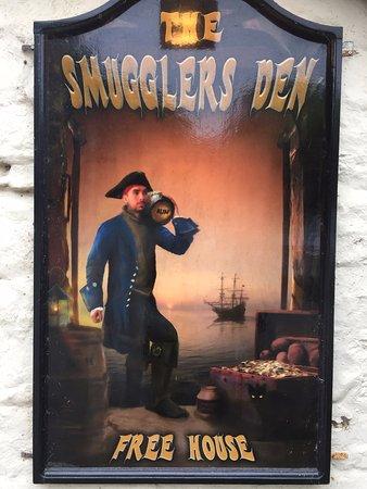 Smugglers' Den Inn: Pub sign