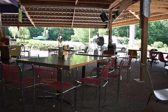 Scottsville, KY: Outside seating