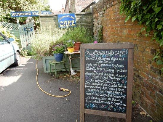 Rainbows End Cafe: Rainbow's end - rear entrance