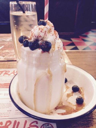 Alvaston, UK: Milkshake think it was called blueberry and bacon , lovely but not a pudding lol