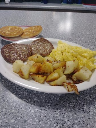 Tamworth, NH: Scrambled Eggs with Sausage patties