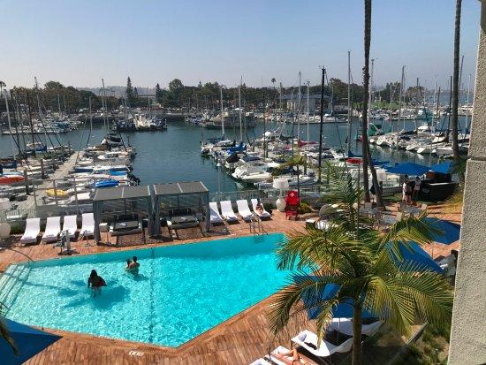 Marina del Rey, CA: Looking from 3rd floor toward pool and the marina
