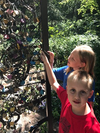 The Butterfly Garden Inn: Love lock gate