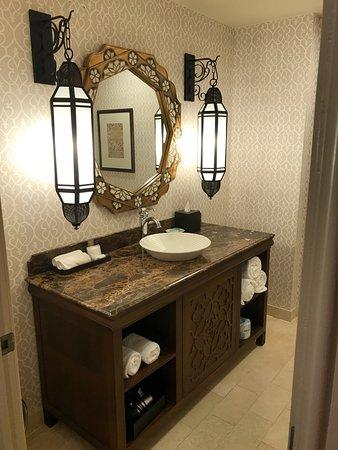Hyatt Regency Coral Gables: Most gorgeous bathroom I've ever seen..
