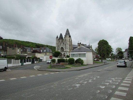 Les Andelys, Frankrike: facilement identifiable