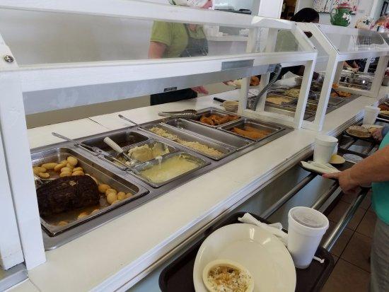 Milledgeville, GA: Buffet Line