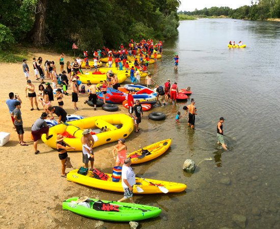 Rancho Cordova, Kalifornia: Large Raft Groups & Kayak Rentals