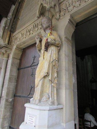 Les Andelys, Frankrike: très vieille statue de la fin du XIII siècle
