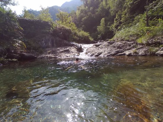 She County, China: Swimming in stream