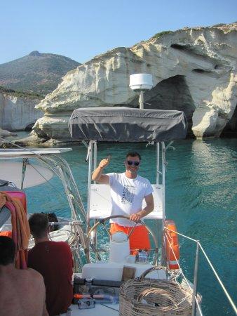 Αδάμαντας, Ελλάδα: Captain Paul at the wheel