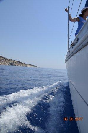 Captain Panos Sailing: the wake of smooth sailing