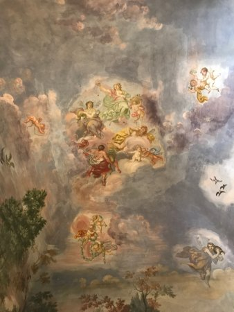 Palazzo Magnani Feroni: The ceiling in the junior suite.