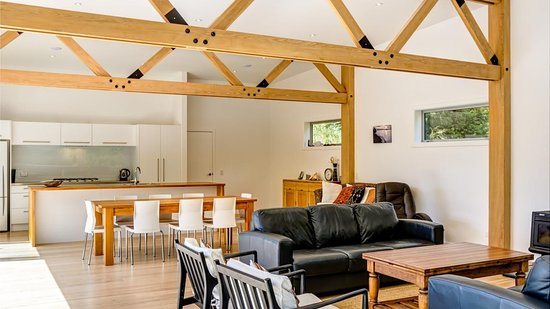 Marahau, Nova Zelândia: communal area and kitchen