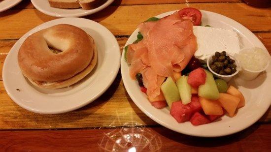 Grand Lake, CO: Delicious Lox and cream cheese breakfast.